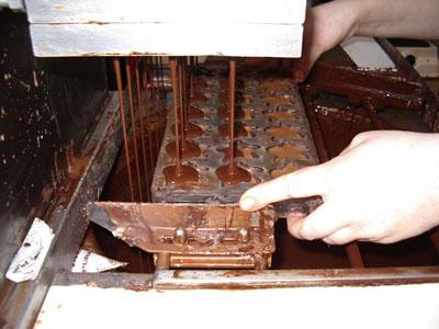 Pralinés, zo maken ze ze in het chocolademuseum in Brugge