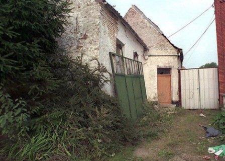 In de tuin van dit huis werden in 1996 de lichaampjes van Julie en Mélissa opgegraven
